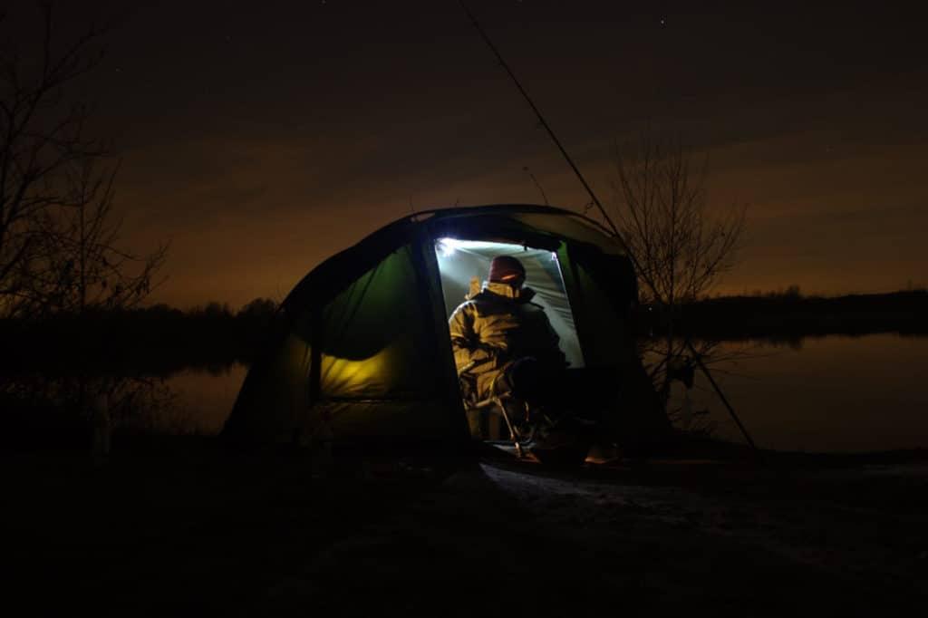 Karpfenangeln-bei-nacht-bivvy