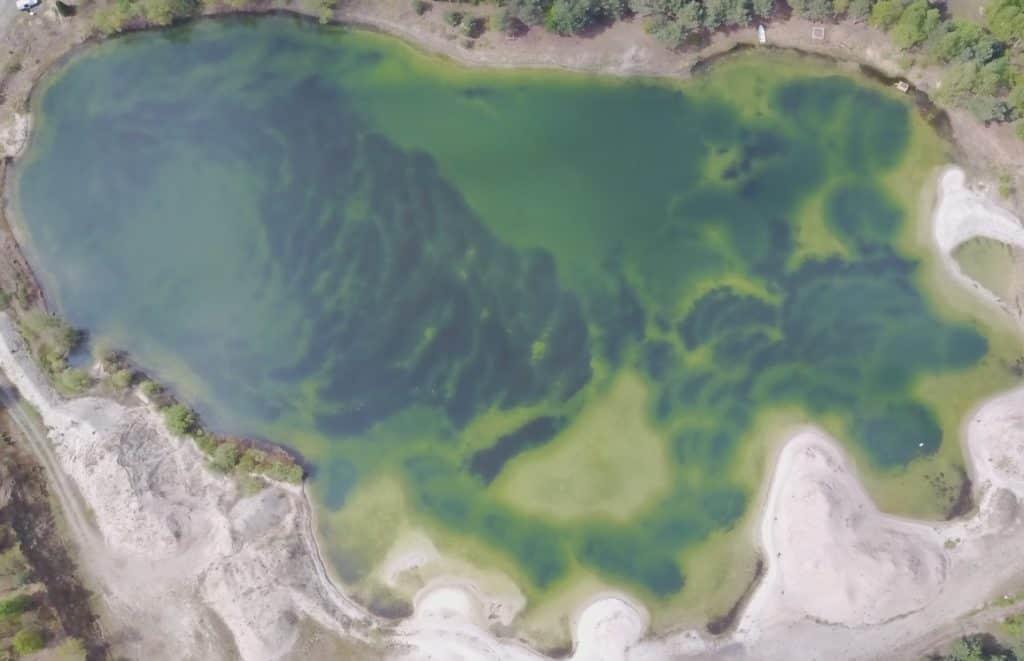 Drohnenbild von Baggersee