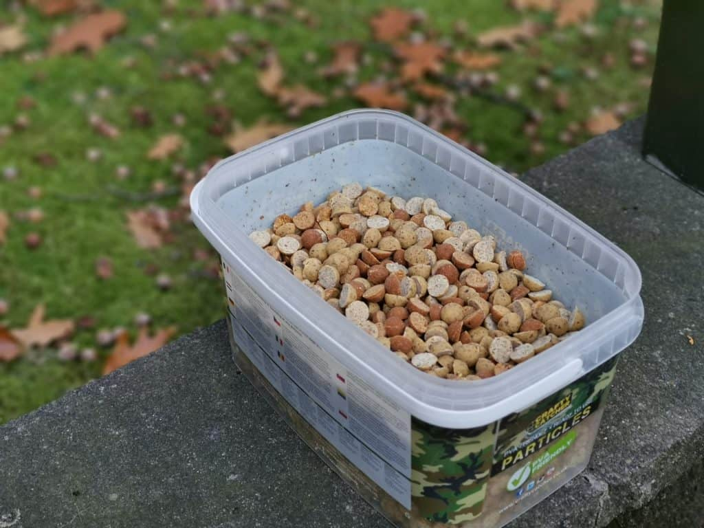 Ein nussiger Boilie ist ein guter Köder für den Sommer, um Beifang wie Brassen zu vermeiden.